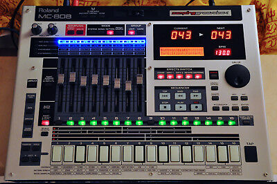 Roland MC-808 Sampling Groovebox mit Motorfader