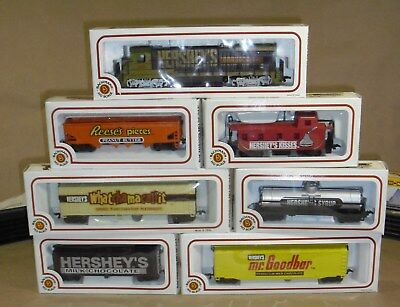 HERSHEY TRAIN SET LIMITED EDITION Bachman HO Scale with Tracks& Powerbox.