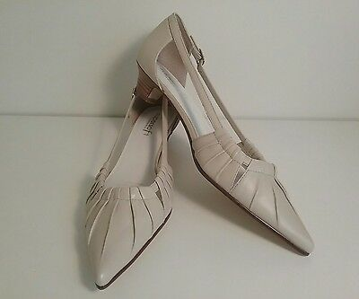 DIANA FERRARI SUPERSOFT Size 8.5 Ladies Womens Light Bone Leather Slip On Shoes