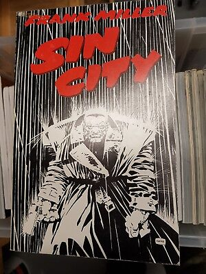 sin city graphic novel Frank Miller, Titan books, British first edition 1993