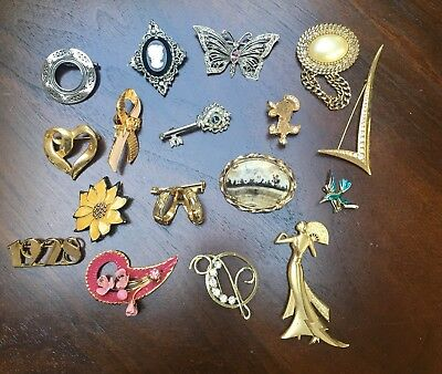 Estate Sale Lot Of 17 Vintage Brooches Assorted Styles and Materials, all GUC