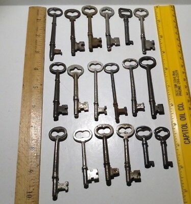 Vintage Lot Of 18 Old Skeleton Keys Key Lock Steampunk Arts Crafts
