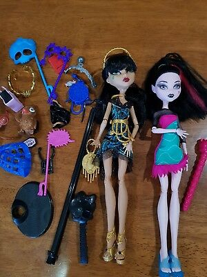 Monster high dolls and accessories bundle