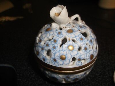 Lovely Vintage - HEREND Hungary Hand Paint Reticulated Pierced Trinket Box 6219