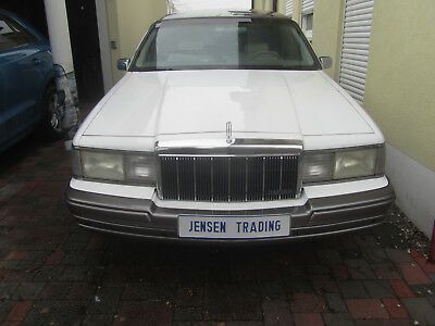 Lincoln Town Car Stretch Limo V8