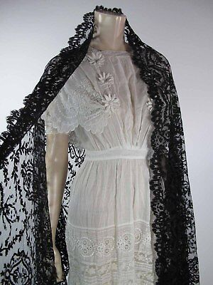 Antique Victorian Black Lace Shawl In Excellent Condition