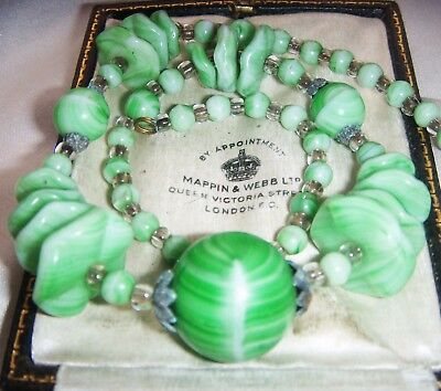 Stunning Vintage Art Deco  Marbled Green Agate Ruffled Glass Necklace