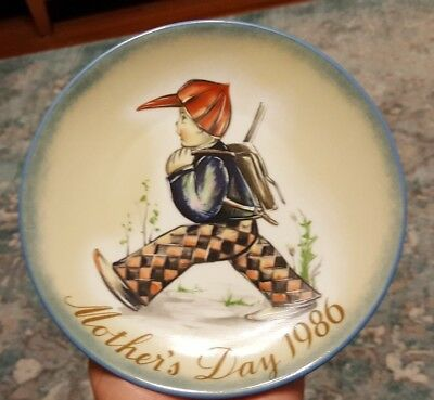 """Berta Hummel MOTHER'S DAY 1986 Plate  in Box """"HOME FROM SCHOOL"""" by Schmid w/COA"""
