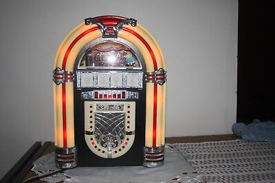 Coca-Cola Jukebox, vintage retro style  AM/FM Radio & Cassette Player