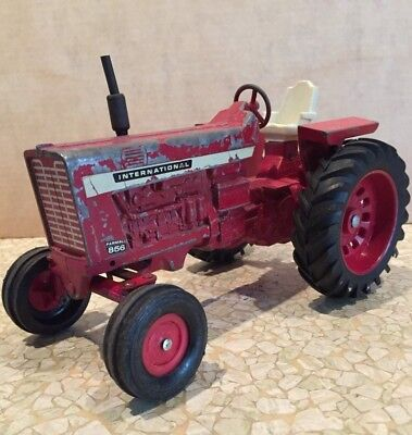 Vintage International Harvester IH Farmall 856 Cast Arm Toy Tractor