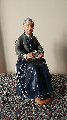 "ROYAL DOULTON FIGURINE ""The Cup of Tea"" HN 2322"