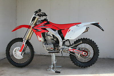 Honda CRF 450X Hard-Enduro mit Brief