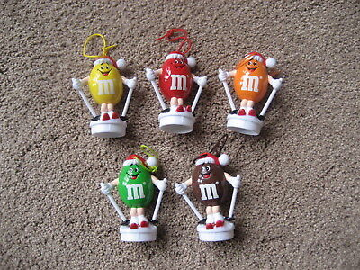 M&m's- Set Of 5 Peanut Skiing M&m X-Mas Toppers- Round White Bases - Grt Cond