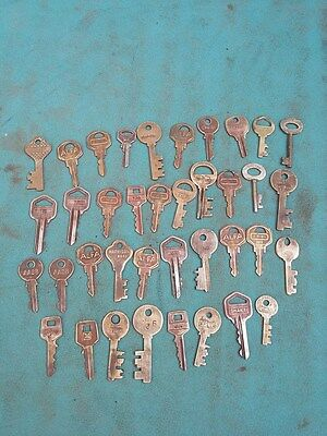 Lot of 38 Antique Vintage Skeleton Barrel Mix BRASS Keys,Padlocks,Furniture #583