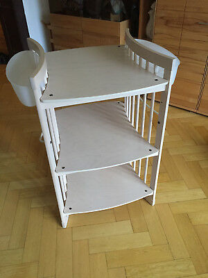 Stokke Care Wickeltisch, white wash + 2 Körbe