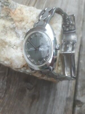 Vintage Mens Hand Wind Timex Day Date Spaceage  Grey Dial Stainless Period Strap