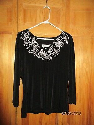 Chico's Lightweight Travelers Collection Black Top w/Gray Embrodiery Sz 2 Ex Co