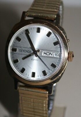 Vintage Sekonda 21 Jewels Hand-Winding Gent's Watch With Day & Date
