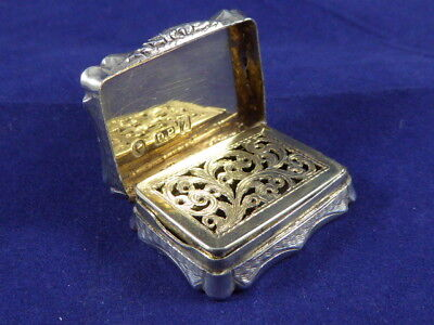 BEAUTIFUL ANTIQUE ENGLISH HALLMARKED SILVER VINAIGRETTE BY DAVID PETTIFER c1848