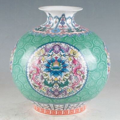 China Porcelain Hand-Painted Flowers Vase Made During The Daqing QianlongHP0092