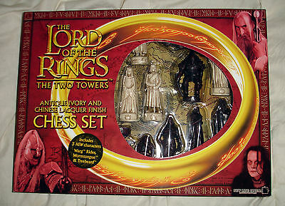 The Lord of the Rings LOTR The Two Towers Chess Set - 2002 New line HOBBIT - NEW