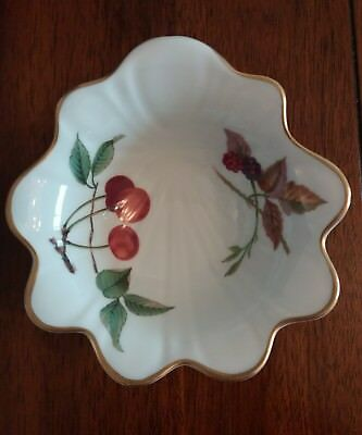 Royal Worcester Flutted Shell Dish. Oven To Tableware. Evesham Pattern.