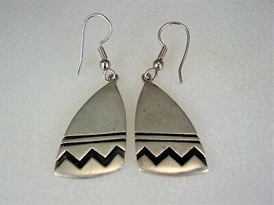 VINTAGE Teme NAVAJO STERLING SILVER ANCIENT POTTERY DESIGN EARRINGS