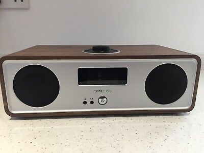 Ruark Audio R2 Mk3 DAB/FM Bluetooth/Internet/Wi-Fi Radio Walnut