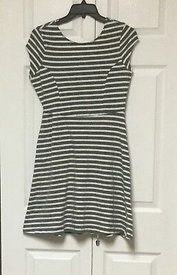 Old Navy Size M Short Sleeve Gray/White Dress