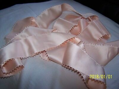ANCIEN RUBAN EN SOIE A PICOTS DE 3,70M DE LONG. COULEUR rose layette. N°50