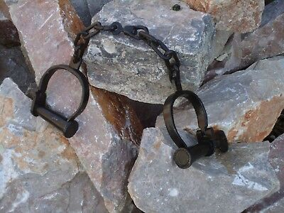 Vintage Black Iron hand cuffs Long Link + Key / Handcuffs / Shackles film Prop