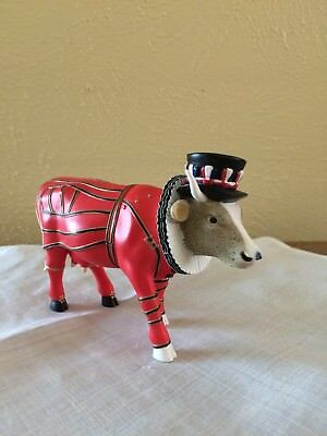 """Cow Parade London """"Beefeater - It Ain't Natural"""" 7247 Collectible Figurine 2002"""