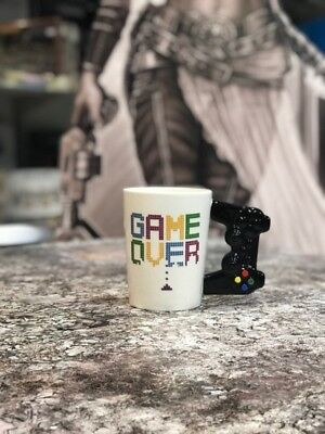 Becher Tasse Game Over mit Controller Griff Gaming