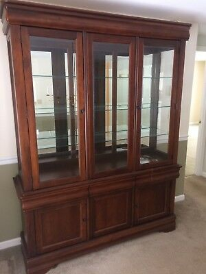 Broyhill Maison Lenoir Dining Room Set China Cabinet Hutch Excellent
