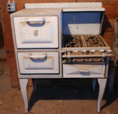 ANTIQUE VINTAGE GARLAND STOVE AND FURNACES Gas Nice ...