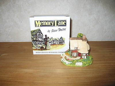 MEMORY LANE *NEW* Maison Cottage Dingley Dell 9x10cm