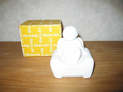 MARBELL STONE ART *NEW* Statue pierre blanche fille sur chaise HxL:11x10cm