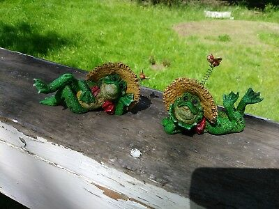 Set of 2 Frog Figurines Collectible Resin Fairy Garden Statues Home Decoration
