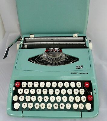 SMITH CORONA CORSAIR Portable Typewriter with carry cover in very good condition