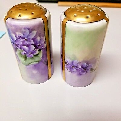 1 Pair of Antique Salt and Pepper Shakers - Artist Signed, 1980 - 1910