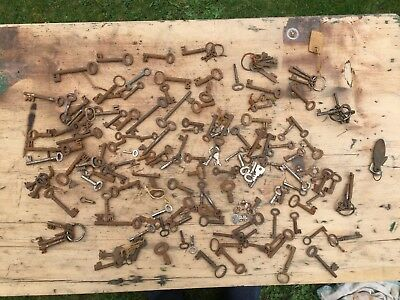 ( LOT 4) Antique / Vintage Old Collection of Mixed Keys 1.2kg.Job Lot  keys