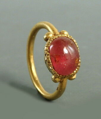 Roman Gold Ring Set With Garnet (L740)