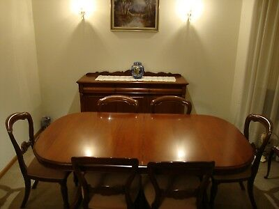 Georgian revival mahogany rounded twin pedestal extending dining table