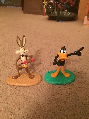 1998 Warner Bros. Loony Tunes Wile E. Coyote & Daffy Duck Figures Toppers New