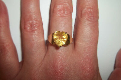 10k Yellow Gold Heart Yellow Sapphire ring Vintage 3.2 grams size 7