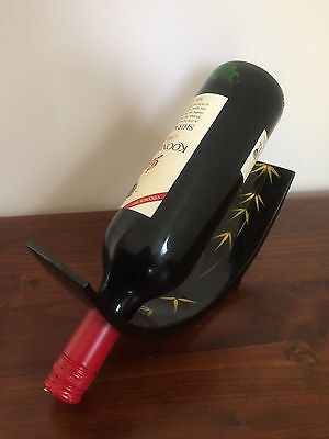 Single Lacquered Wine Bottle Holder for Home Bar and Decoration