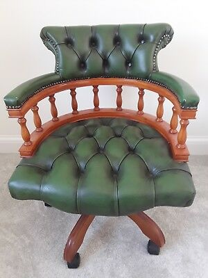 Captains Chair with Swivel and Recline in Green Leather and in good condition