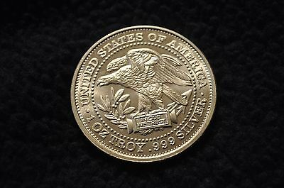United States of America Eagle In God We Trust 1 OZ .999 Fine Silver Coin Round