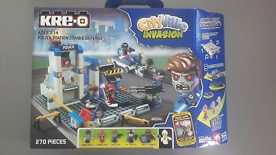Hasbro A32500950 A3250 KRE-O CityVille Invasion Police Station Zombie Defense Set