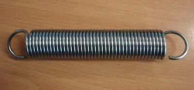 Heavy duty steel tension spring (141mm long x 31mm wide x 2mm thick)